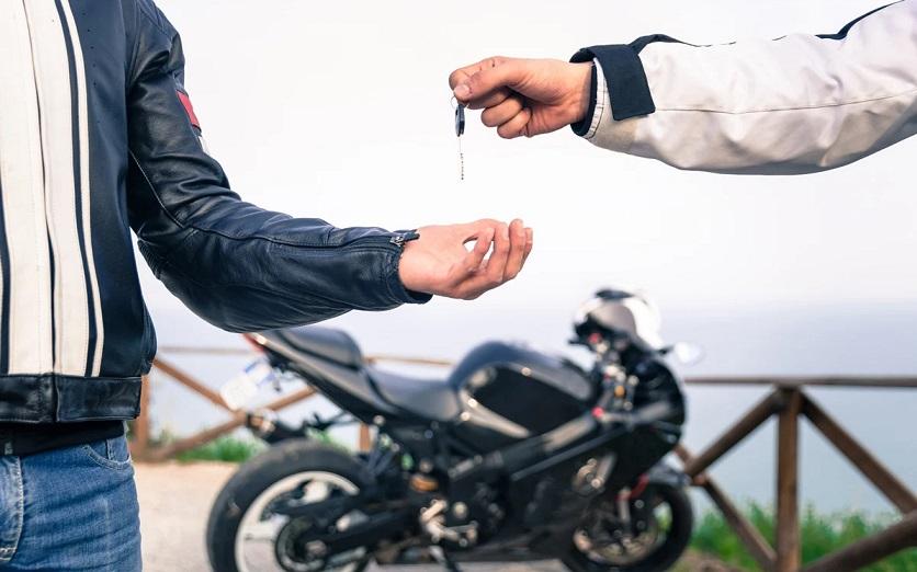 Las ventajas de contratar un servicio de renting de motos respecto a comprar una nueva