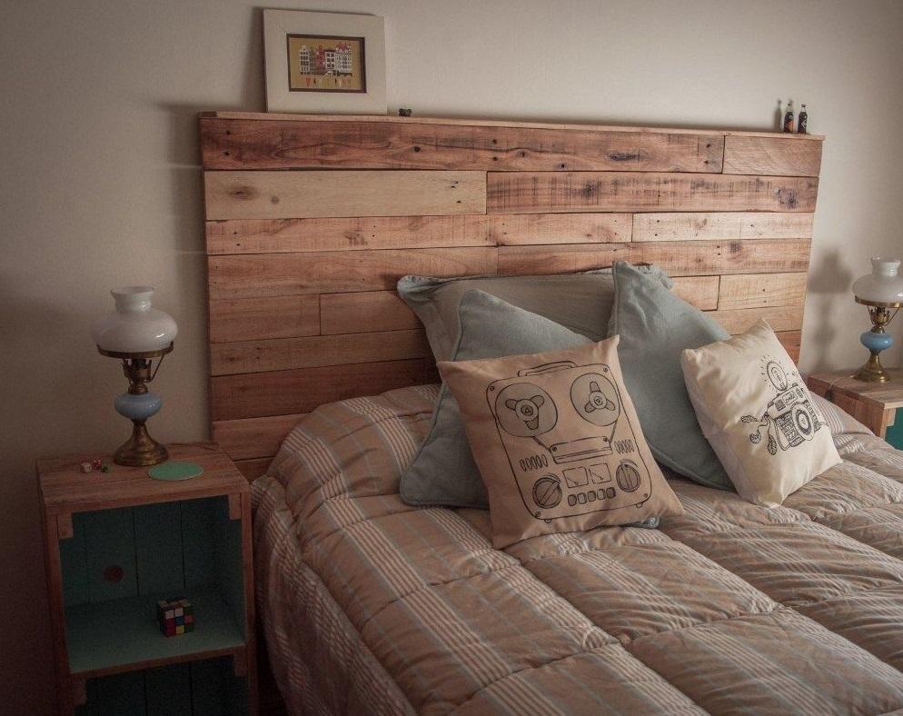 ¿Cómo hacer una cama cómoda en palés?