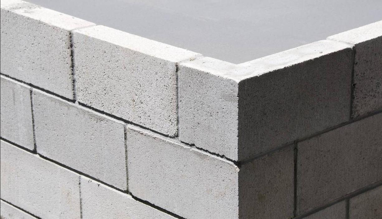 ¿Cómo pintar una pared de cemento?